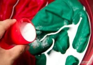 Mencuci-Pakaian-Sutra-dan-Berenda-Dengan-Menggunakan-Tangan