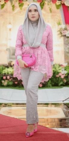 Kebaya Modern Brokat dengan Celana