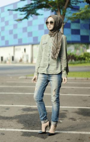 Kemeja polos warna hijau army dan jeans