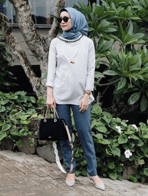 Hijab dan celana warna senada