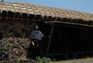 Hijab hitam dengan gamis hitam
