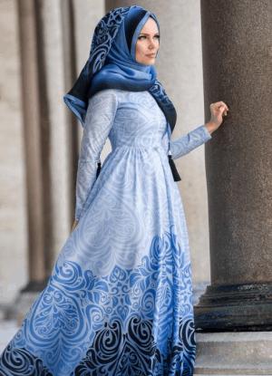 Busana muslim dengan gaun maxi