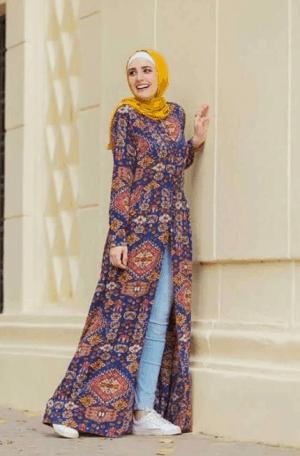 Busana muslim dengan gaun terbuka