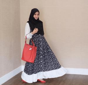 Busana muslimah syar'i lebaran 2019 Shireen Sungkar