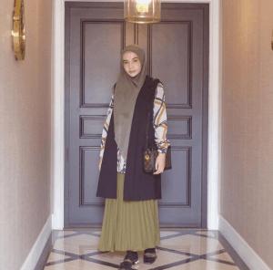 Busana muslimah syar'i lebaran 2019 Zaskia Sungkar