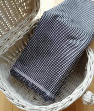 Monkrome motif kotak-kotak kecil dengan rawis