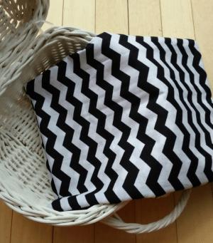 Monokrom motif gelombang atau zigzag